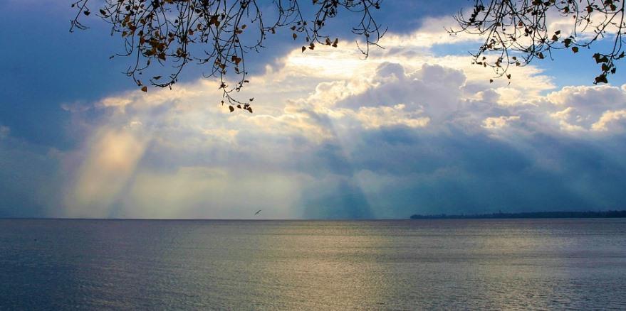 空と海と光